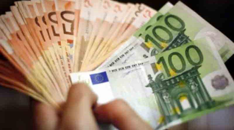 Συντάξεις, επιδόματα, παροχές: Τι καταβάλλεται και σε ποιους αυτή την εβδομάδα – Το καλεντάρι των πληρωμών