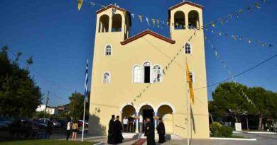 Με ιδιαίτερη λαμπρότητα τελέσθηκε απόψε, Παρασκευή 10 Ιουλίου 2020, ο Πανηγυρικός Εσπερινός για την Πολιούχο της Φοινικούντας Παναγία Τριχερούσα.