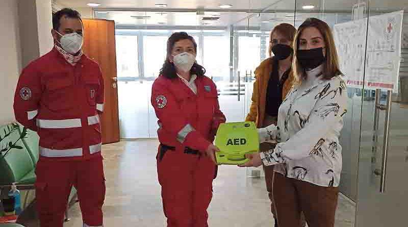 Δωρεά, ενός Αυτόματου Εξωτερικού Απινιδωτή(AED), από τον Φαρμακευτικό Σύλλογο Κορινθίων, στο Περιφερειακό Τμήμα Κορίνθου του Ελληνικού Ερυθρού Σταυρού.