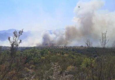 ΚΟΡΙΝΘΙΑ Σε εξέλιξη αλλά με καλύτερη εικόνα η πυρκαγιά στην Άνω Αλμυρή – Στην κυκλοφορία δόθηκε ο επαρχιακός Ισθμού – Επιδαύρου
